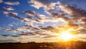 sunrise-cloudy-sky-color-80095256
